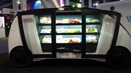 Robomart则打造了自动驾驶车辆,但速度较低,尺寸也较小,与Nuro pod的体积类似。该款车型提供制冷设备,可根据零售店铺的需求提供定制化的配套服务。该公司与美国东海岸的一家杂货店铺签订了一份协议,目前正在进行配送项目试点。