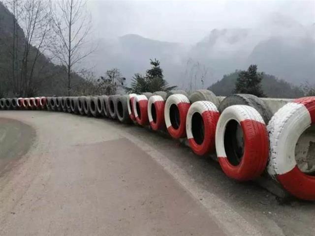 """废旧轮胎重新""""上岗""""保安全,恩施拟修近十万米防撞软墙"""