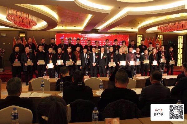 近千家商户抱团发展 武汉首个区域性鞋业商会成立