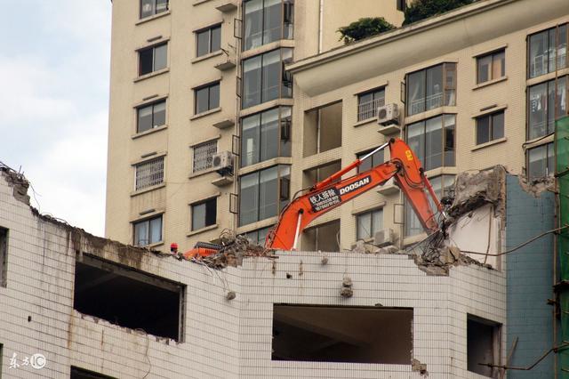能吃混凝土机器人,还能吐出新材料,用来建新房子!