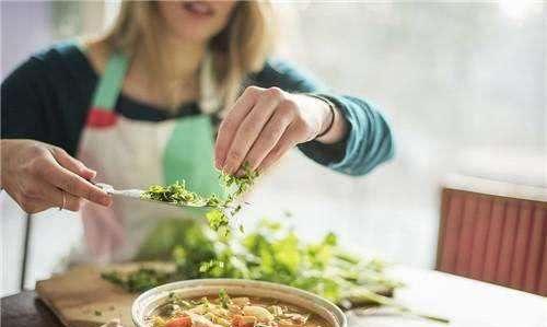 家用食盐里存在剧毒添加剂?食盐能不能放心吃