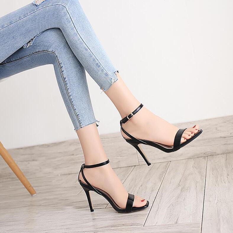 时尚露指高跟凉鞋,优雅一字扣设计,优雅不失女人味