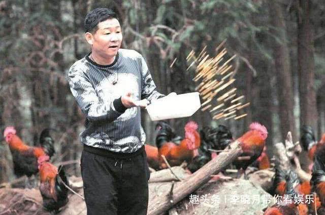 长得丑被张国立捧红,拍了3部戏赔了,今49岁在荒山养鸡