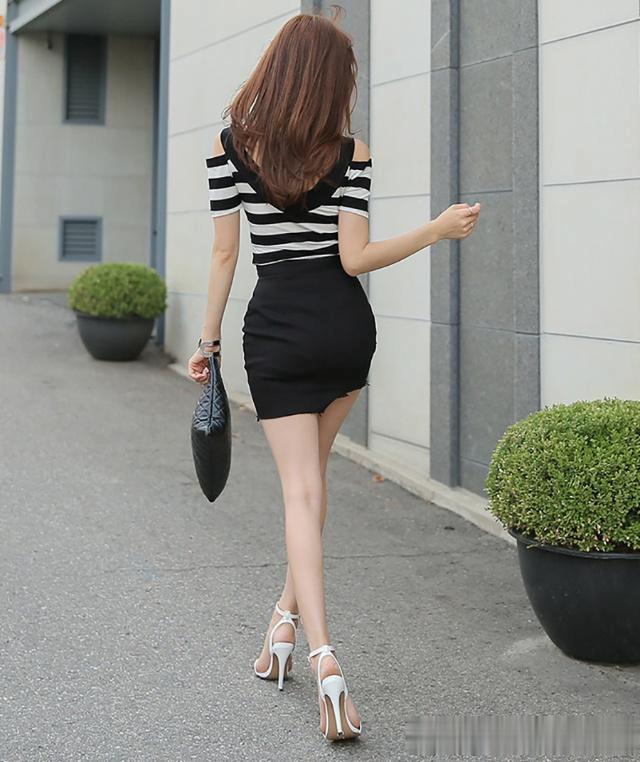 一个拉链荷包的处理,增强了这件半身裙的金属杆