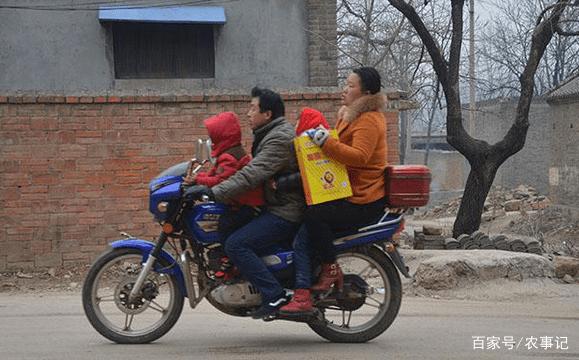 """以前农民热衷的摩托车,为啥纷纷遭""""抛弃""""?专家:都买轿车了?"""
