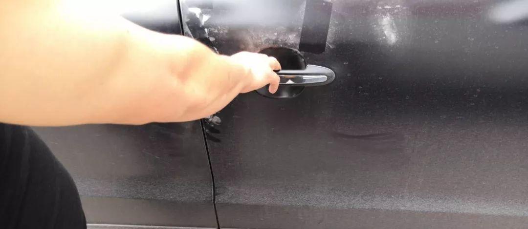 汕头有司机明明按下汽车电子锁,竟然车内公文包为何不翼而飞?